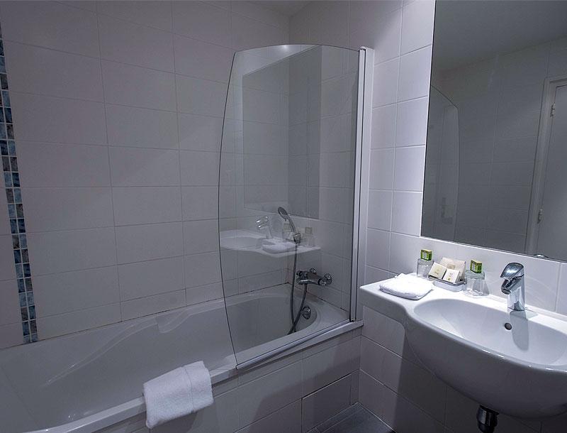 20 chambres d 39 h tel spacieuses et confortables confort - Salle de bain hopital ...